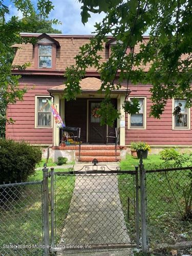 Photo of 25 Layton Avenue, Staten Island, NY 10301 (MLS # 1139388)