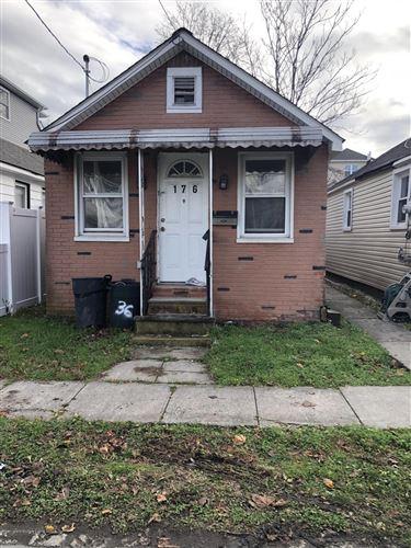 Photo of 176 Moreland Street, Staten Island, NY 10306 (MLS # 1142411)