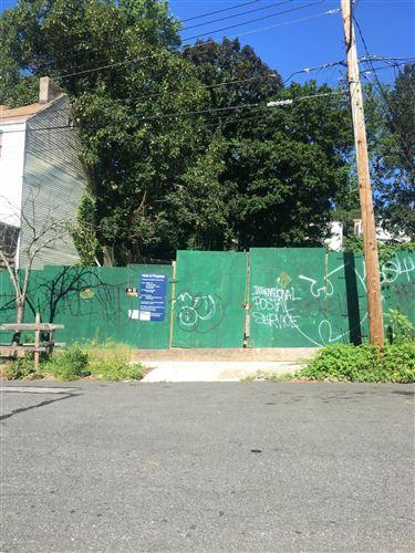 Photo of 14 Gordon Street, Staten Island, NY 10304 (MLS # 1138498)