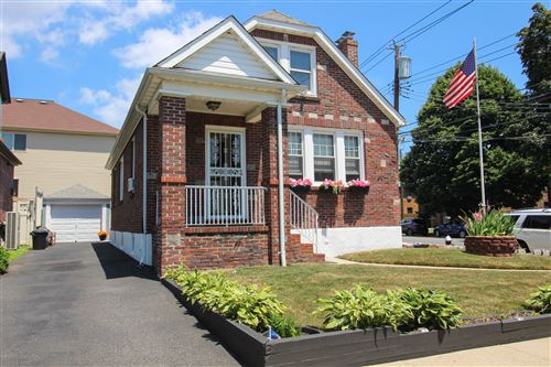 Photo of 3 Willowbrook Court, Staten Island, NY 10302 (MLS # 1138523)