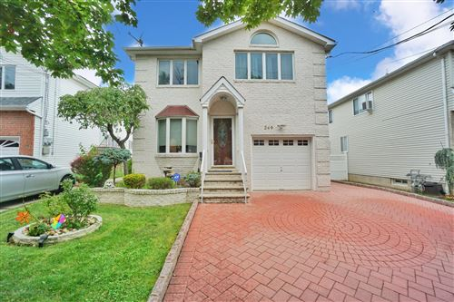 Photo of 249 Kramer Avenue, Staten Island, NY 10309 (MLS # 1138547)