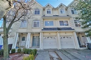 Photo of 28 Waterview Court, Staten Island, NY 10305 (MLS # 1130855)