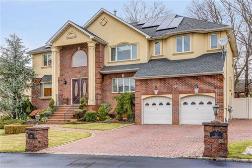 Photo of 45 Chipperfield Court, Staten Island, NY 10301 (MLS # 1136923)