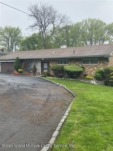 Photo of 543 Todt Hill Road, Staten Island, NY 10304 (MLS # 1145939)