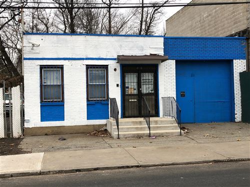 Photo of 500 Mosel Avenue, Staten Island, NY 10304 (MLS # 1134946)