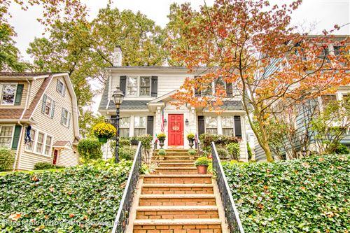 Photo of 15 Walbrooke Avenue, Staten Island, NY 10301 (MLS # 1149949)