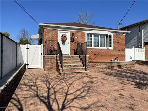Photo of 261 Vogel Avenue, Staten Island, NY 10309 (MLS # 1138951)