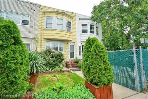 Photo of 823 W Fingerboard Road, Staten Island, NY 10305 (MLS # 1146959)