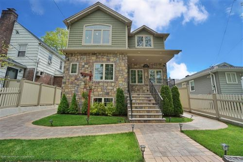 Photo of 165 Woolley Ave, Staten Island, NY 10314 (MLS # 1136968)