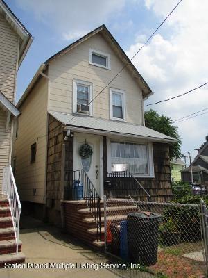 Photo of 13 Hooker Pl, Staten Island, NY 10302 (MLS # 1143999)