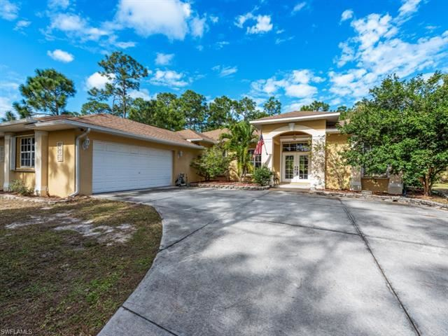10101 Shangri La RD, Bonita Springs, FL 34135 - #: 220082045