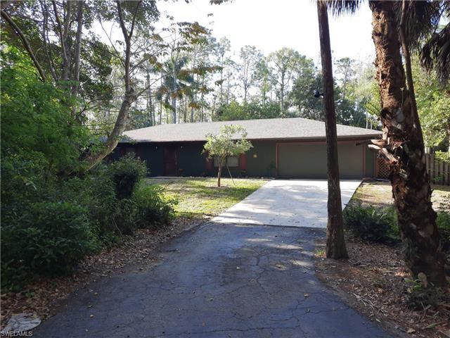 6180 Golden Oaks LN, Naples, FL 34119 - #: 221025138