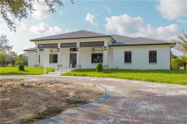 125 37th AVE NW, Naples, FL 34120 - #: 221048148