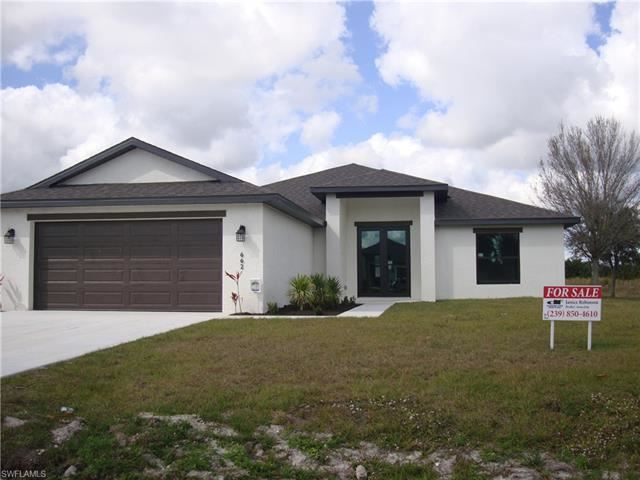 662 Carrillon AVE S, Lehigh Acres, FL 33974 - #: 220015171