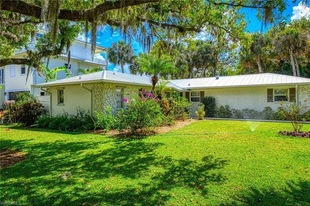 27592 Woodridge RD, Bonita Springs, FL 34134 - #: 220019189