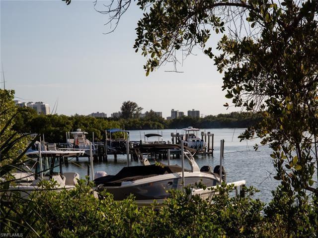 445 Cove Tower DR #902, Naples, FL 34110 - #: 221018229