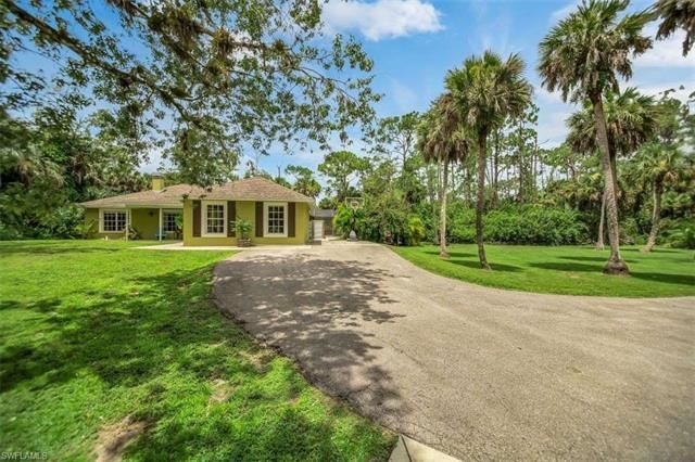 681 23rd ST NW, Naples, FL 34120 - #: 220051237