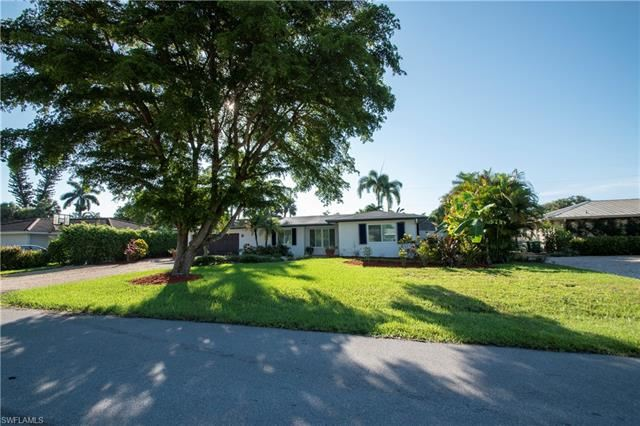 Photo of 80 Cypress Point DR, NAPLES, FL 34105 (MLS # 221055241)