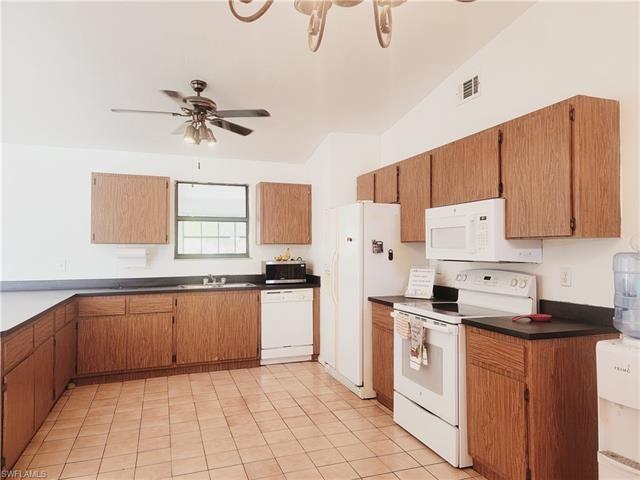 18344 Hawthorne RD, Fort Myers, FL 33967 - #: 221029264