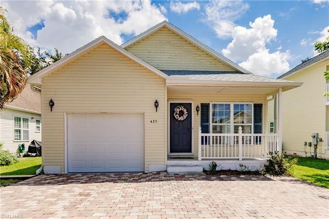 Photo of 425 Leawood CIR, NAPLES, FL 34104 (MLS # 221067398)