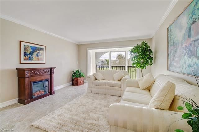 17 High Point CIR N #304, Naples, FL 34103 - #: 220065417