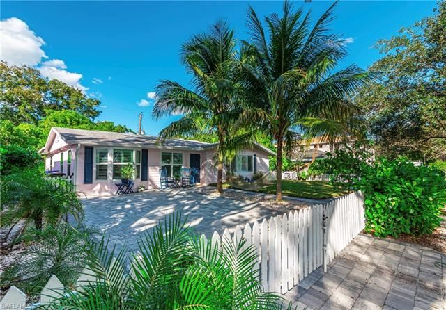 1129 8th TER N, Naples, FL 34102 - #: 220073421