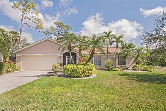 1060 Moon Lake DR, Naples, FL 34104 - #: 221034428