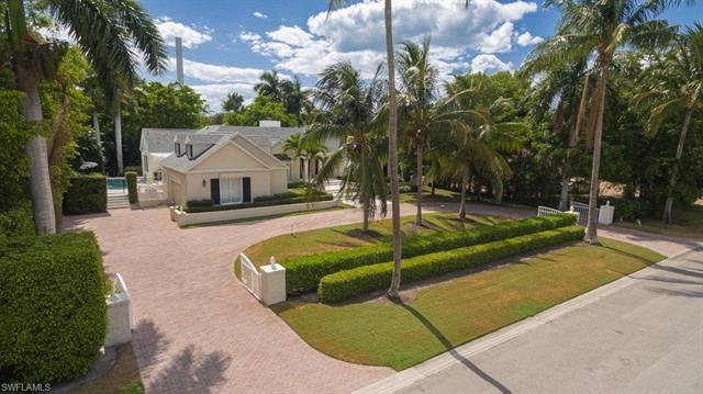 Photo of 2700 Treasure LN, NAPLES, FL 34102 (MLS # 221038547)