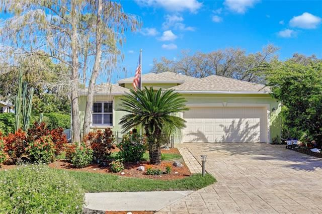200 Stanhope CIR, Naples, FL 34104 - #: 221012558