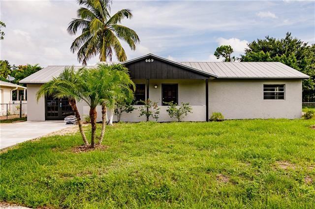 669 Pine Cone LN, Naples, FL 34104 - #: 221046826