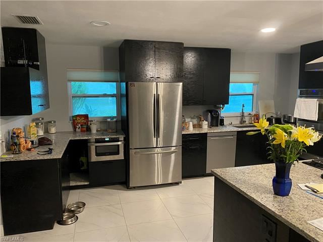 197 Wickliffe DR NW, Naples, FL 34110 - #: 221067976