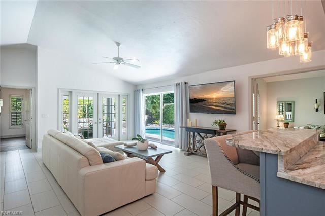 84 Fountain CIR, Naples, FL 34119 - #: 221036979