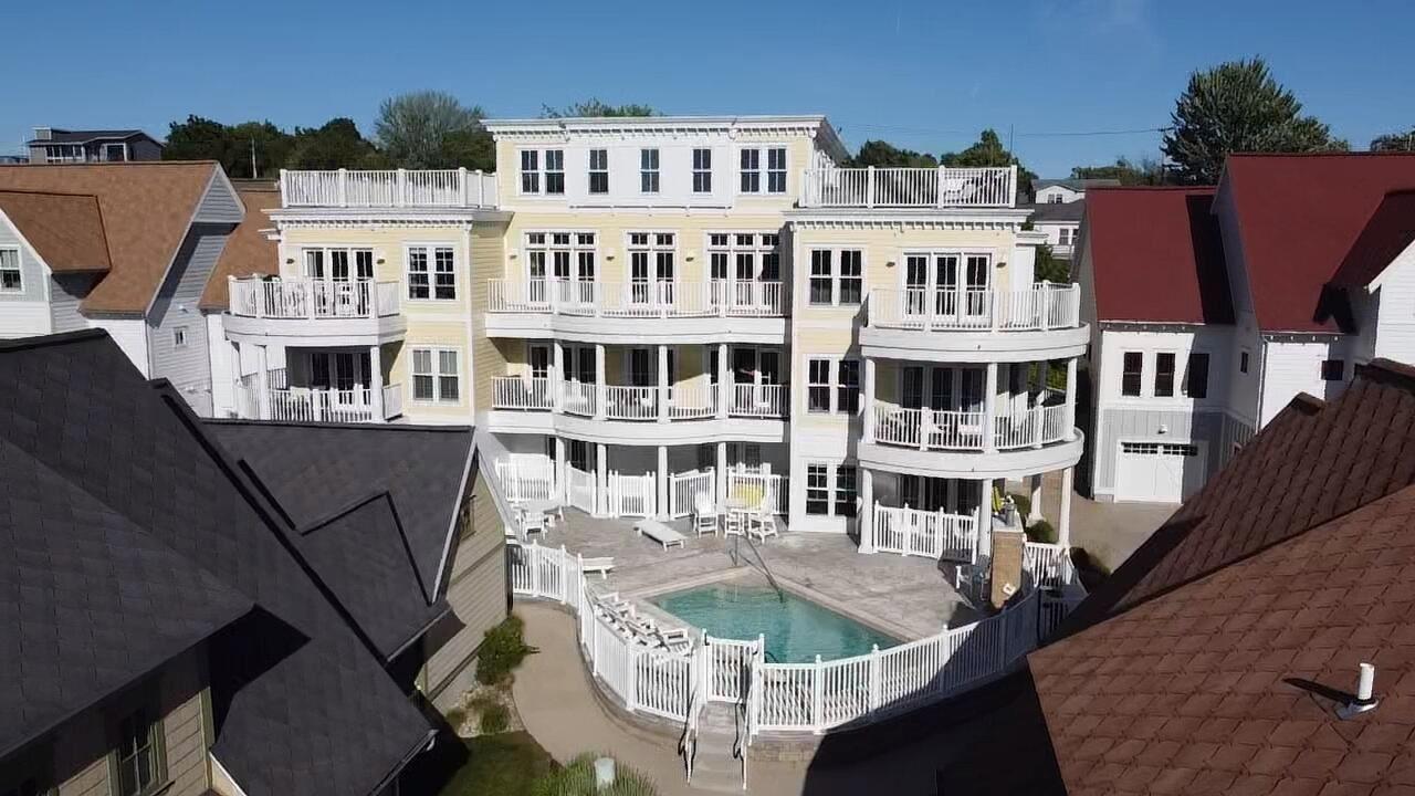 333 Cottage Lane #102, Grand Haven, MI 49417 - MLS#: 21023004