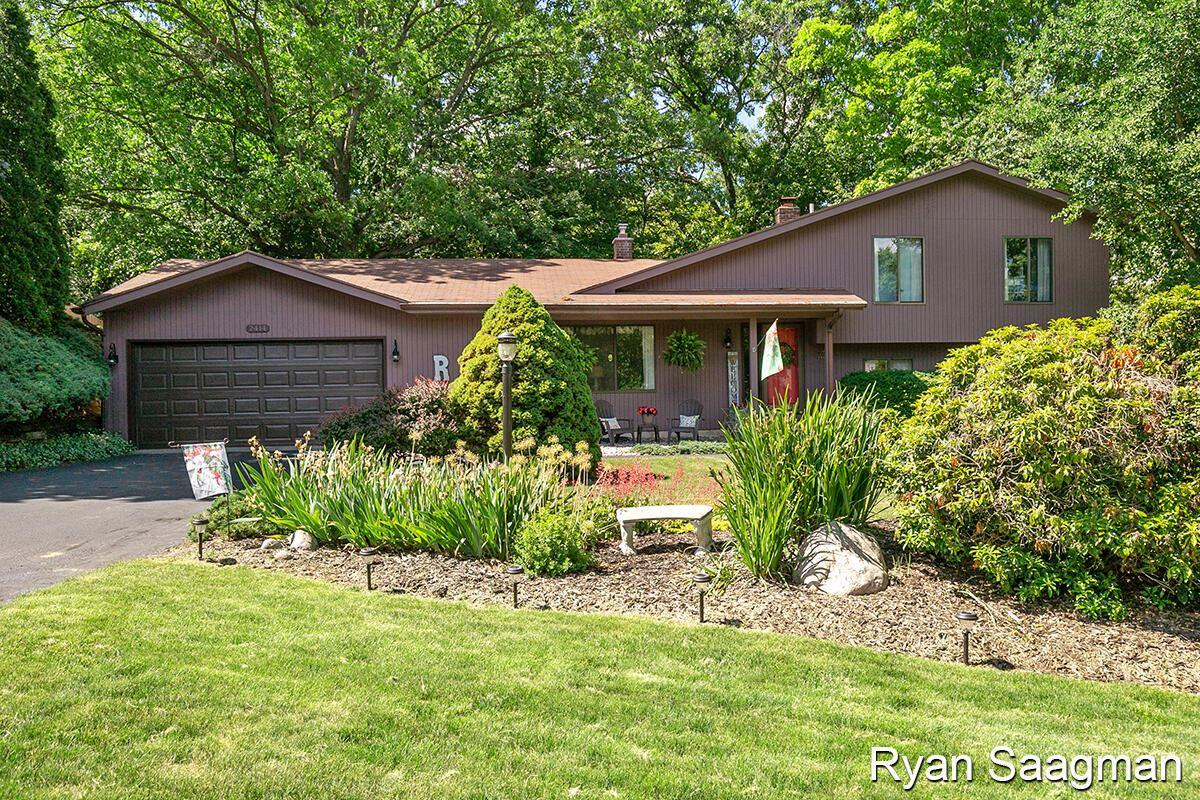 2414 Cedar Crest Drive NE Drive NE, Grand Rapids, MI 49525 - MLS#: 21023009