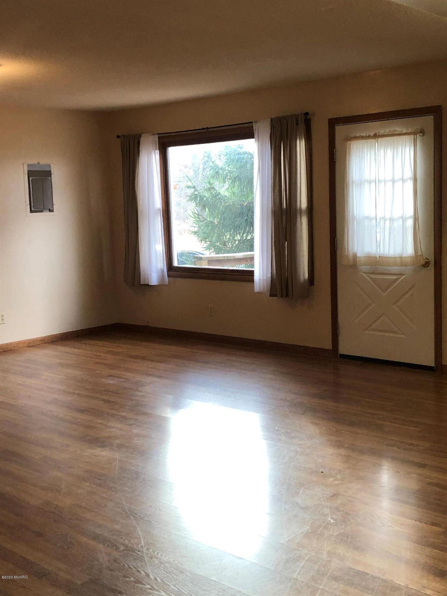 Photo of 3074 Oak Avenue, Muskegon, MI 49442 (MLS # 20047024)