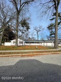Photo of 1500 Eastwood Drive, Muskegon, MI 49442 (MLS # 20048040)