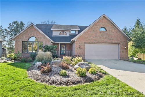 Photo of 2534 Ridgecroft Avenue SE, Grand Rapids, MI 49546 (MLS # 21112058)