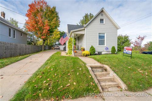 Photo of 517 Emerald Avenue NE, Grand Rapids, MI 49503 (MLS # 21112081)