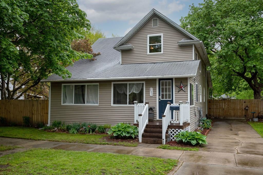 Photo for 1109 Sycamore Street, Niles, MI 49120 (MLS # 21016081)