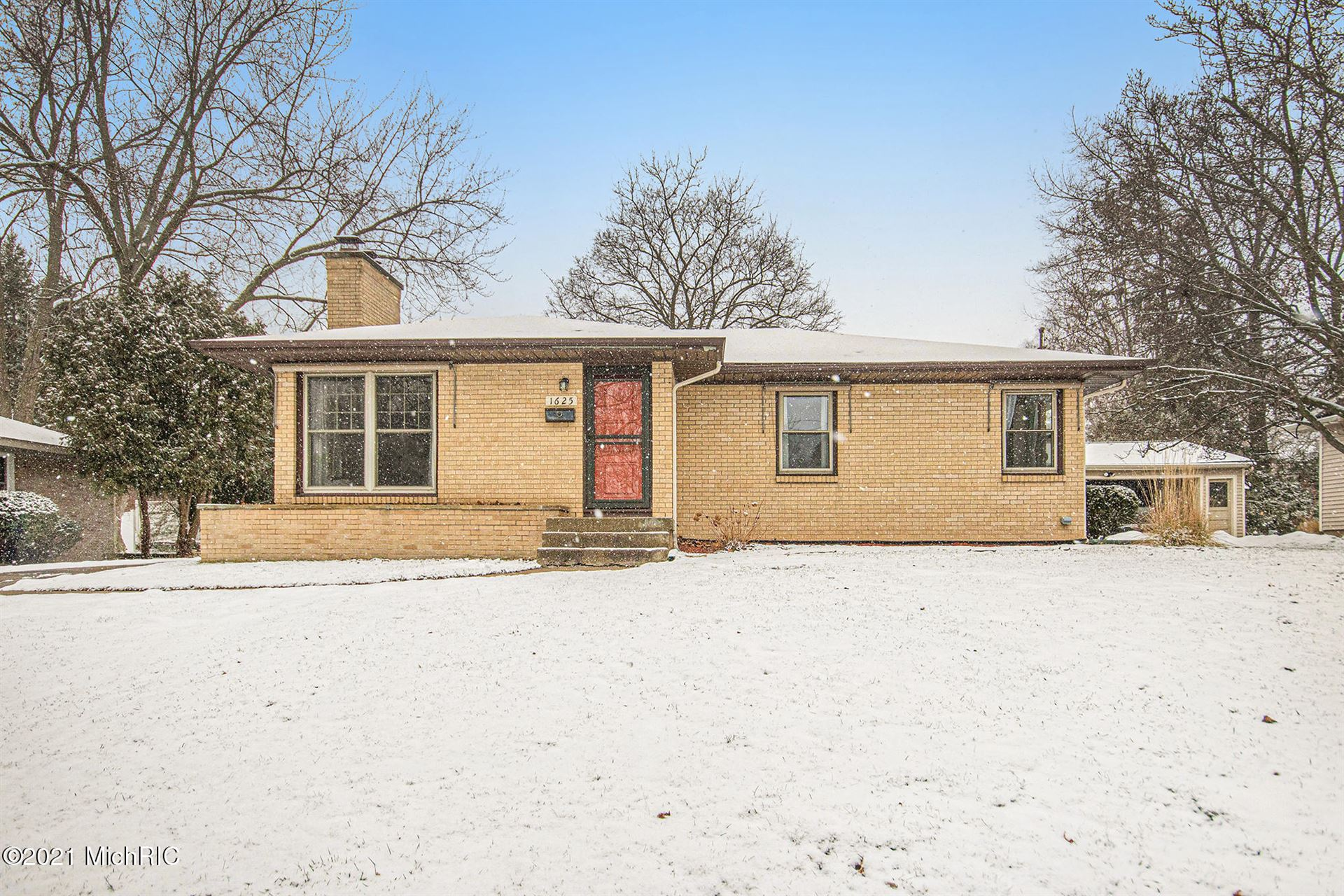 1625 Fairlane Drive NE, Grand Rapids, MI 49505 - MLS#: 21002088
