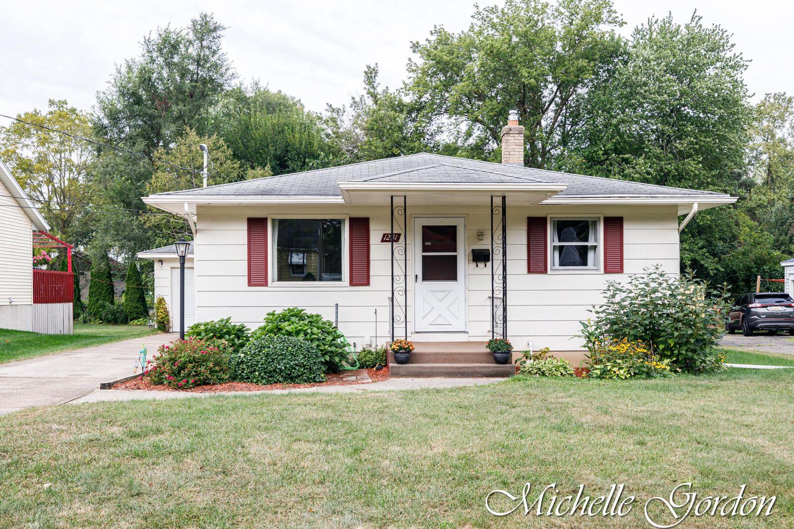1231 Carlton Avenue NE, Grand Rapids, MI 49505 - MLS#: 21108094