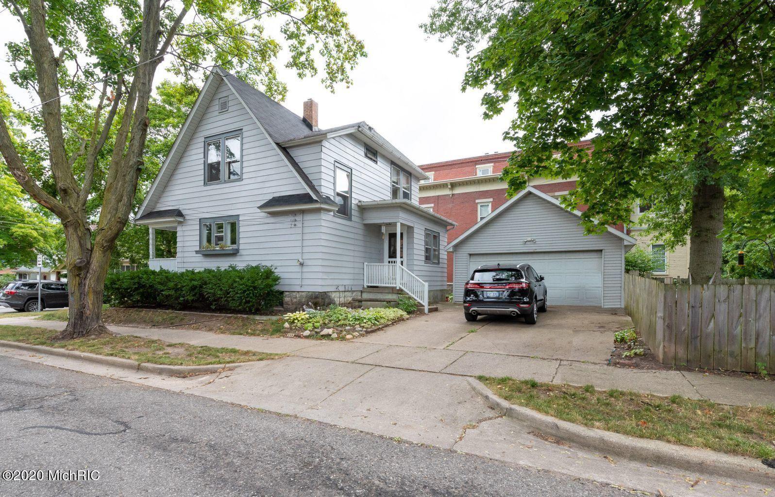 Photo of 1612 Sherman Street SE, East Grand Rapids, MI 49506 (MLS # 20051102)