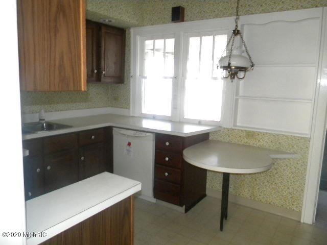 Photo of 1002 W Laketon Avenue, Muskegon, MI 49441 (MLS # 20048116)