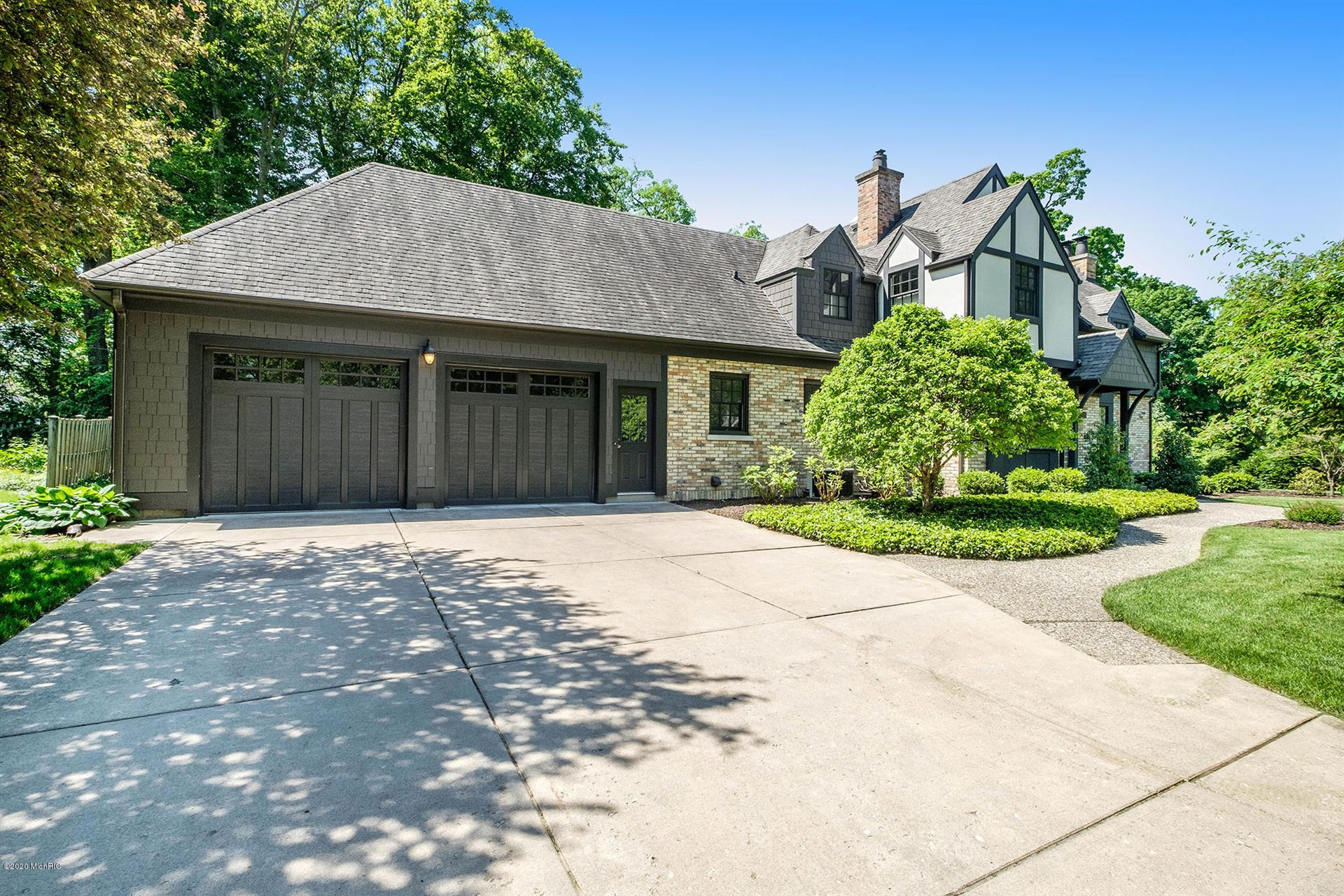 Photo of 2660 Oakwood Drive SE, East Grand Rapids, MI 49506 (MLS # 20020120)