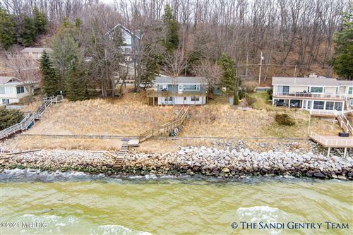 Photo of 18047 N Shore Estates Road, Spring Lake, MI 49456 (MLS # 18050121)