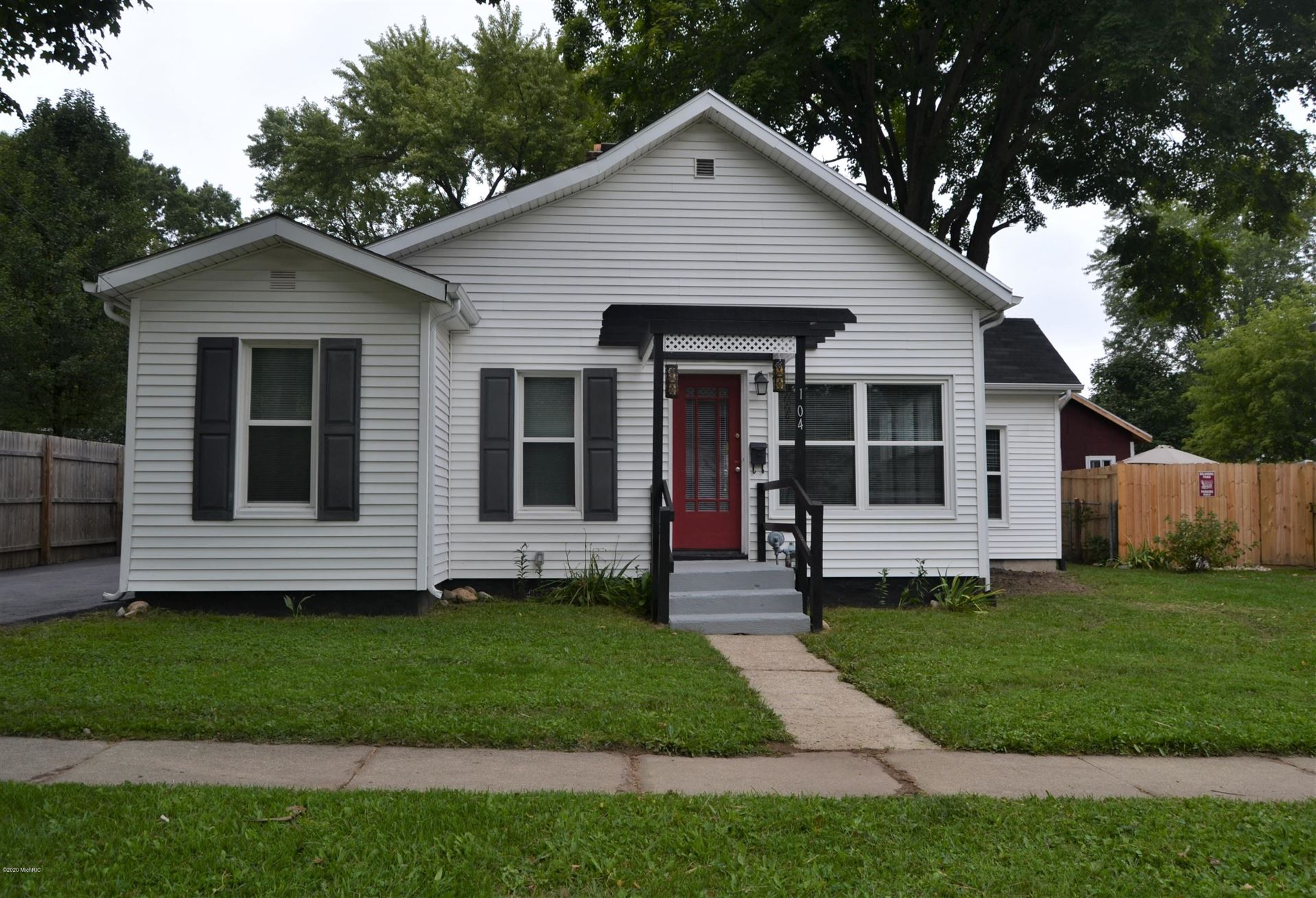 104 W 4th Street, Buchanan, MI 49107 - MLS#: 20038124