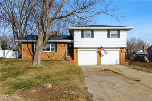 Photo of 1855 N Cambridge Place, St. Joseph, MI 49085 (MLS # 21001153)