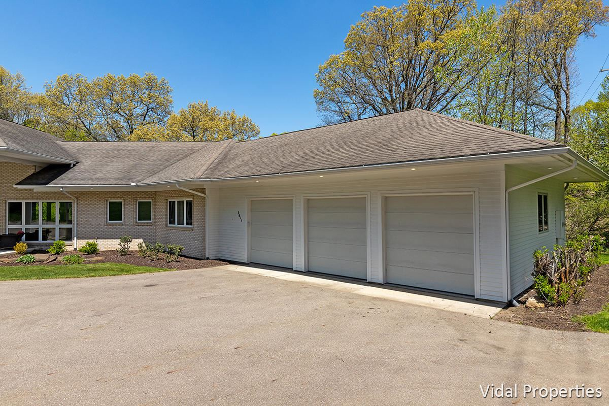 Photo of 3611 Thornapple River Drive SE, Grand Rapids, MI 49546 (MLS # 21004166)