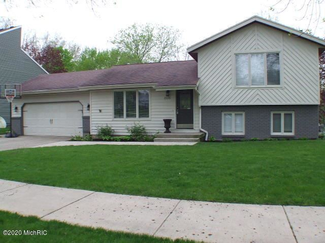 2555 birchcrest Drive SE, Grand Rapids, MI 49506 - #: 20017171