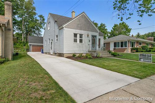 Photo of 1529 Escott Avenue NW, Grand Rapids, MI 49504 (MLS # 21022175)